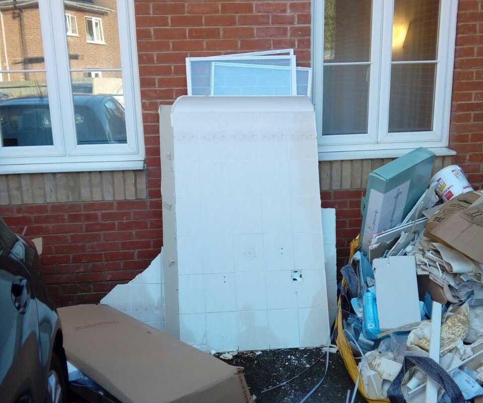 Rubbish Collectors in IG2