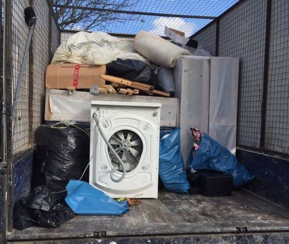 junk collection service E14